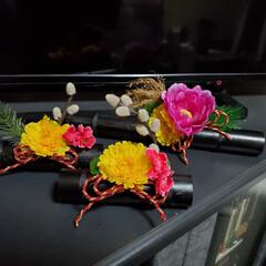 手作り/生け花風/しめ縄アレンジ/しめ縄/お正月リース/お正月飾り/... お飾り完成~☺️🎵  右下の焼き竹の花器…(4枚目)