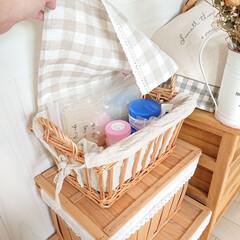 セリア/かご収納/お薬収納/暮らし/DIY/100均 カウンターキッチンの下にかごを重ねて置い…