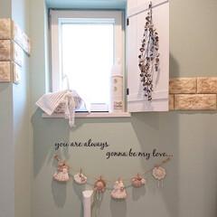 消臭スプレーカバー手作り/ガーランド手作り/小窓DIY/トイレDIY/おうち自慢 トイレです♪ アクセントクロスが可愛くて…