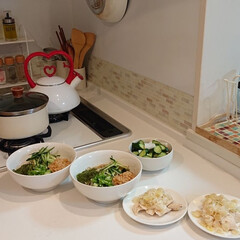 夕飯/そば/キッチン/わたしの手作り 昨日の夕飯はねばねばそばと蒸し鶏肉のネギ…