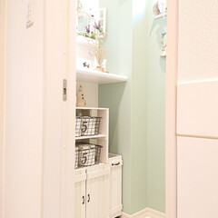 すのこDIY/トイレ収納/100均/DIY/ニトリ 我が家のトイレです。 収納が無くて自分で…