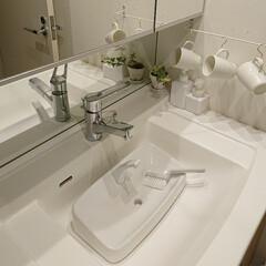 洗面所/トイレタンク/無印良品/掃除グッズ 無印良品のブラシが万能で、色々な掃除に使…