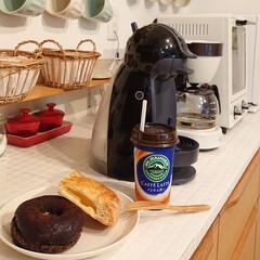 ドーナツ/朝ごはん/アップルパイ/わたしのごはん 朝ごはんに、ドーナツとアップルパイを食べ…