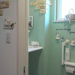 ナチュキチ/ナチュラルインテリア/山善クッションレンガシート/ガーランド手作り/トイレ/グリーン/... 我が家のトイレの壁紙はグリーンです(*^…