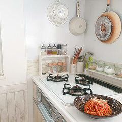 スタビアリュクス 粉末調味料入れ S ブラック(皿)を使ったクチコミ「今日のお昼は簡単トマトソースパスタです♪…」