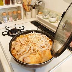 鍋/夕飯/100均/DIY/キッチン キムチ鍋完成~💕 最後にもやしを沢山入れ…