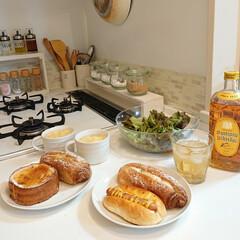 夕飯/パン/100均/DIY 今日の夕飯は久しぶりに百円パンです🍞 日…