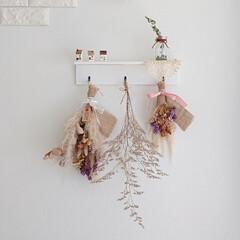 寝室の壁/ハンドメイド/DIY/雑貨だいすき 寝室の壁は手作りシェルフにドライを飾り、…