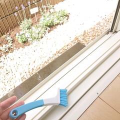 サッシ掃除/セリア/快適掃除/100均/掃除 セリアで見付けたサッシ掃除用ブラシ。 こ…