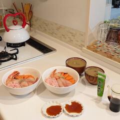 夕飯/海鮮丼/キッチン/わたしのごはん 昨日の夕飯は海鮮丼にしました☺️ 息子は…
