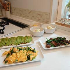 夕飯メニュー/レバニラ炒め/はらぺこグルメ 今日の夕飯はレバニラ炒めとニラ玉とアボカ…
