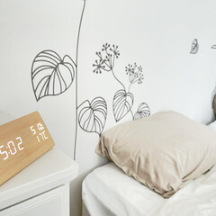 Amazon/寝室/目覚まし時計/机/ニトリ/新年に買ったもの 寝室の目覚まし時計を新しく買いました。 …(1枚目)