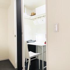 書斎/わたしの作業部屋/在宅ワーク/隠れ家/篭り部屋/パソコンデスク 外出自粛が出てすぐに作った夫の書斎。ここ…