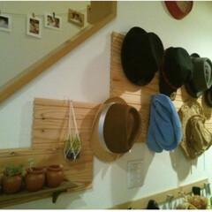 見せる収納/壁面収納/帽子収納/リビングあるある 玄関に帽子収納