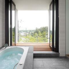 建築/浴室/別荘/浴室・風呂 『那須の家』浴室  那須連山の眺望を取込…