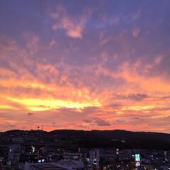 夕焼け/空/台風 大雨・暴風警報でてるけど… 風はあるけど…(2枚目)