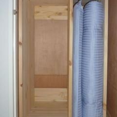 布団収納/布団縦置き/布団ラック/DIY/生活の知恵 普通の布団の巾は1mと少々あります。  …(1枚目)