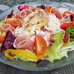 旬のサラダ/食欲の秋/ご飯/サラダ 旬の食材でサラダを作りました🍴  まだ昼…