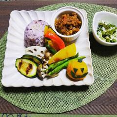 手作り/家庭菜園/グリル野菜/ゴーヤ料理/旬の野菜/キーマカレー/... キーマカレーのそぼろに 旬の野菜を添えて…