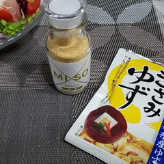 うまい村デイリー S&B 旬の香り きざみゆず 3.5g x10(その他調味料、料理の素、油)を使ったクチコミ「旬の食材でサラダを作りました🍴  まだ昼…」(2枚目)