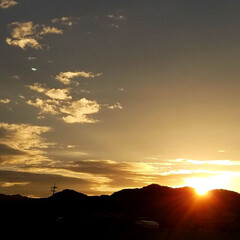 夕焼け/夕陽/夕暮れ/日暮れ/夕日/夕焼けスポット 🌄見とれるほどの夕焼けでした  (´ー`…(1枚目)