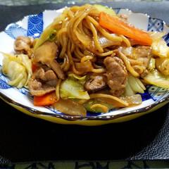 椎茸入り/焼そば/食欲をそそる色/焼き芋/ビタミンカラー 食欲をそそるカラー😋☝ とっても良い色し…(2枚目)