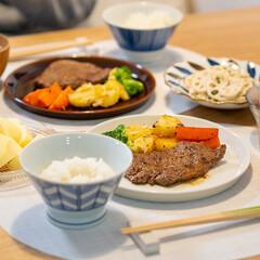 おうちごはん部/料理/献立/夕食 昨日の晩ごはん。 ・牛モモ肉のステーキ …