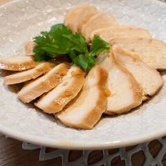 おうちごはん/お正月/簡単レシピ/あけおめ/鶏肉/ごはん お正月も手抜き料理ー。 鶏胸肉のチャーシ…