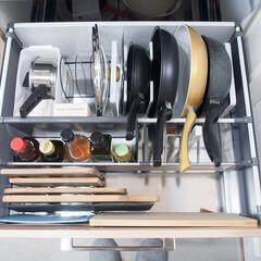 キッチン/収納/キッチン収納/フライパン収納/まな板収納 キッチンコンロ下の引き出し収納。 ここに…