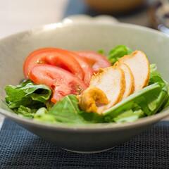 わたしのごはん/サラダ/おうちごはん部/サラダチキン 洗って切っただけのレタスとトマトにサラダ…