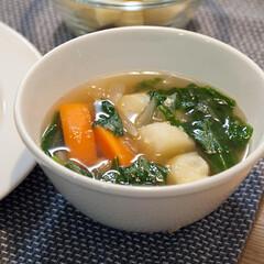 野菜スープ/おうちごはん/手作りごはん/晩ごはん/ハンドメイド ある日の野菜スープ。 じゃがいもと人参と…(1枚目)