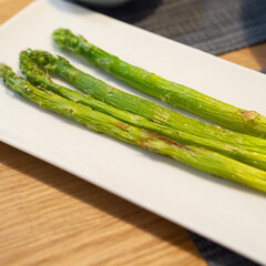 おうちごはん部/料理/献立/夕食/家庭料理/夏野菜 旬のアスパラガスは魚焼きグリルで焼くと美…
