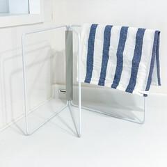 山崎実業 折り畳み布巾ハンガー タワー ホワイト | TOWER(物干しハンガー、ピンチ)を使ったクチコミ「キッチンに布巾をちょい掛けできる場所がな…」