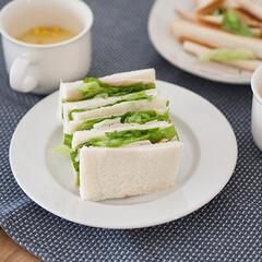 わたしのごはん/朝ごはん/おうちごはん部/サンドイッチ/献立 お休みの日の朝ごはんにハムレタスサンド。…(1枚目)