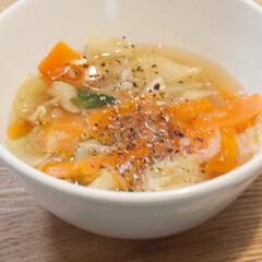わたしのごはん/野菜スープ/料理/おうちごはん部 ある日の野菜スープ。 にんじん、キャベツ…(1枚目)