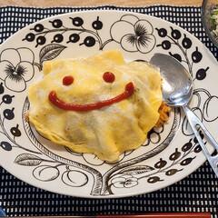 わたしのごはん/オムライス/料理/手抜きごはん/おうちごはん オムライス。 めんどくさい時は上から卵を…