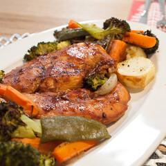 ローストチキン/クリスマスディナー/おうちごはん/クリスマス/オーブン料理/ごはん クリスマスに焼いた鶏胸肉のローストチキン…(1枚目)