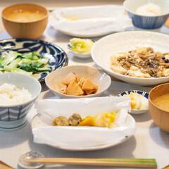 おうちごはん/献立/料理/晩御飯/夕食 ある日の晩ごはん。 鮭の包み焼き 青梗菜…(1枚目)