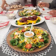 食器/ホームパーティ/ホムパ/クリスマス/盛り付け/おもてなし ホームパーティで活躍してる木のトレー。 …