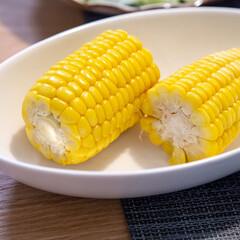 おうちごはん部/料理/献立/夕食/晩ごはん/とうもろこし/... スーパーにとうもろこしが並び始めると夏が…