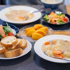 おうちごはん部/料理/献立/クリームシチュー/家庭料理 ある日の晩御飯はクリームシチュー。 ダン…