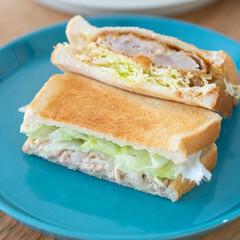 おうちごはん部/料理/献立/ランチ/サンドイッチ/HASAMI ある日のランチはサンドイッチ。 冷凍食品…
