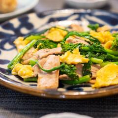 おうちごはん部/料理/献立/夕食 ある日のおかずで、菜の花と卵と豚肉のオイ…
