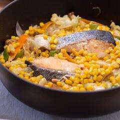 おうちごはん部/料理/献立/ちゃんちゃん焼き/staub ある日の晩ごはんはSTAUB鍋で鮭のちゃ…