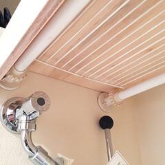 DIY/棚/収納/洗濯機/突っ張り棚 前回の写真の棚を下から見た図。 突っ張り…