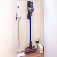 iRobot/アイロボット Braava Jet 240 Mopping Robot ブラーバ ジェット モップロボット ロボット掃除機 水拭き 床拭きタイプ(ロボット掃除機)を使ったクチコミ「わが家の掃除機収納です。家をリノベした時…」
