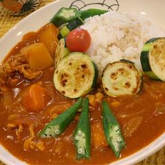おうちごはん/簡単/カレーリメイク/カレーアレンジ/カレー大好き/ここにもカレー/... 我が家の夏のカレーライスには夏野菜を焼い…