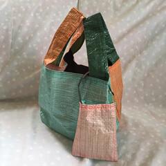 メルカリ出品中/レジャーシート/マイバッグ/レジ袋/ショッピングバッグ/エコバッグ/... レジャーシートで作ったハンドメイドのショ…