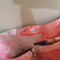 メルカリ販売中/メルカリ/肩掛けバッグ/ショルダーバッグ/隠れたオシャレ/長襦袢/... 着物リメイク👘 長襦袢は隠れたオシャレ。…(6枚目)