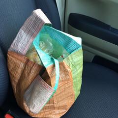 メルカリ/レジャーシート/ハンドメイド古古/買い物袋/レジ袋/ハンドメイド/... レジャーシートを使ったレジ袋型 買い物バ…